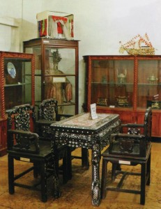 Meja kursi dinasti Ming